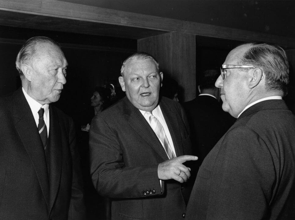 Konrad Adenauer Mit Ludwig Erhard und Franz Meyers kasf0102 e1532597146957