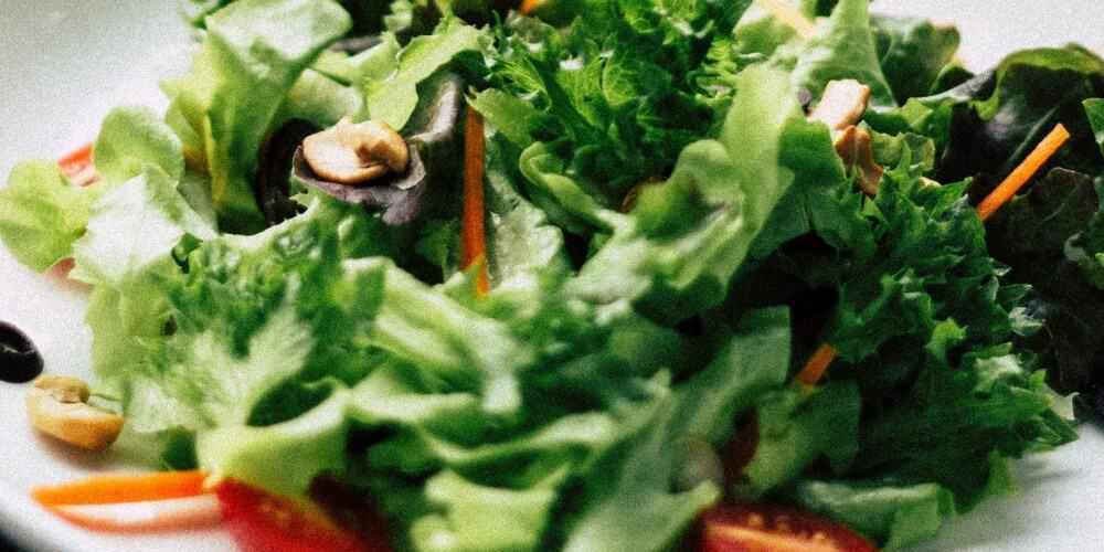 Ein leckerer Salat funktioniert auch ohne Öl!