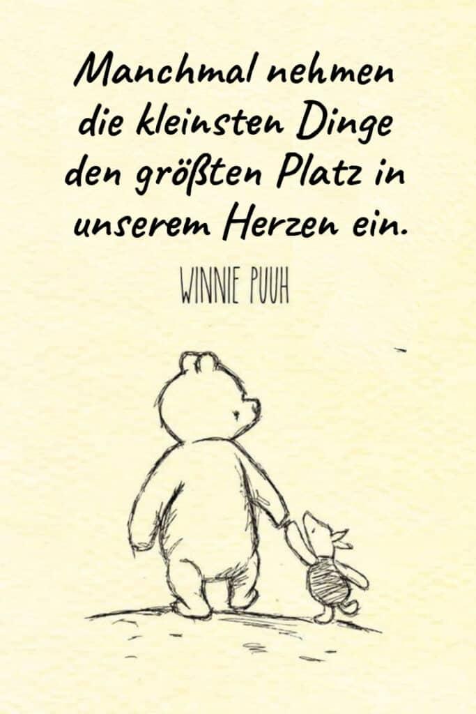 Manchmal nehmen die kleinsten Dinge den größten Platz in unserem Herzen ein. – Winnie Puuh | Entdecke mehr als 100 tolle Liebessprüche | 21kollektiv | #liebe #liebessprüche #glück