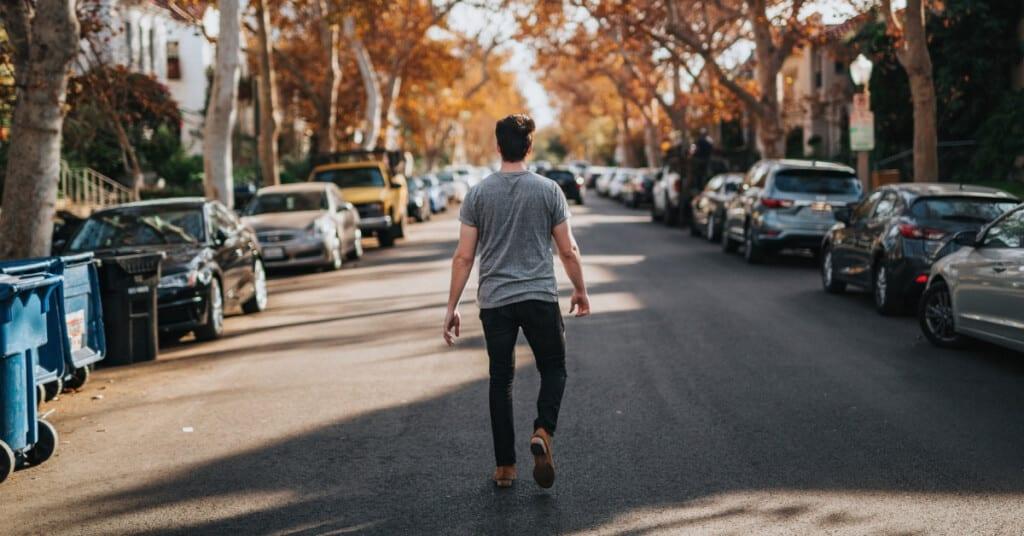 Warum ziehen sich Männer emotional zurück? Die 5 Gründe!