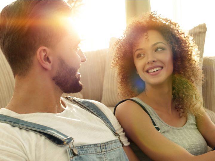So kannst du laut deinem Sternzeichen eine bessere Freundin werden