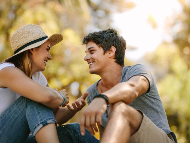 Wie verhält sich ein Mann, wenn er in dich verliebt ist? (30 Anzeichen)